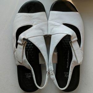 Hush Puppy white sandals size 9 w